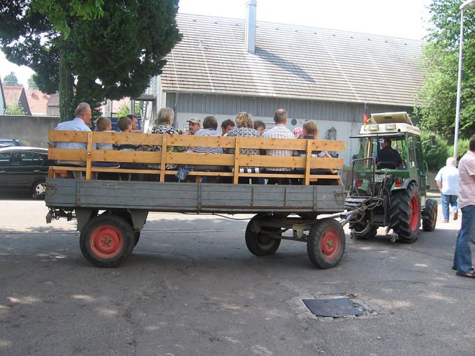 Die Wein-Exkursion in Eichstetten können die Teilnehmer bequem vom Wagen aus genießen.